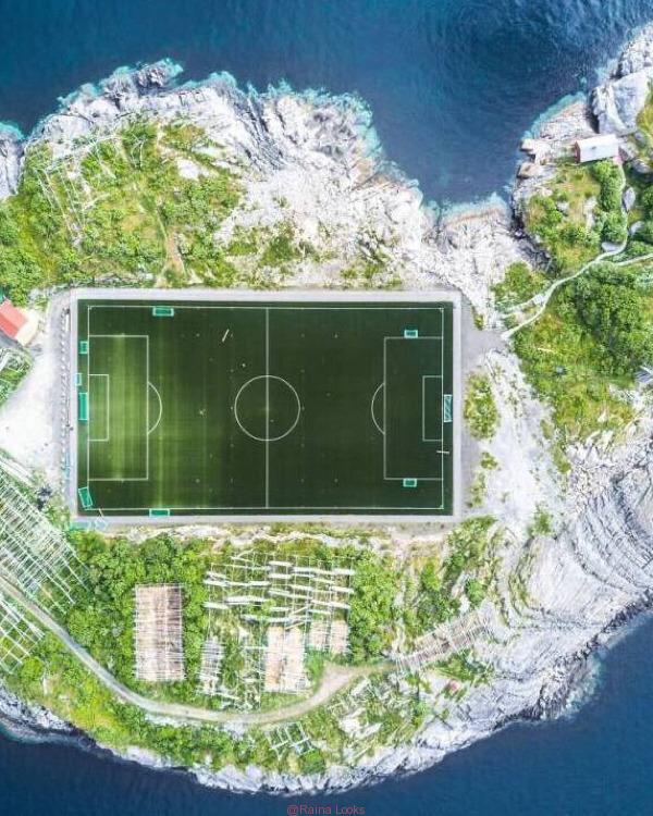 20180914115618 - The world's most beautiful football stadium on the sea